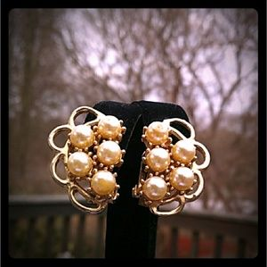 VINTAGE Gold -Plated Faux Pearl Clusters Clip-on's